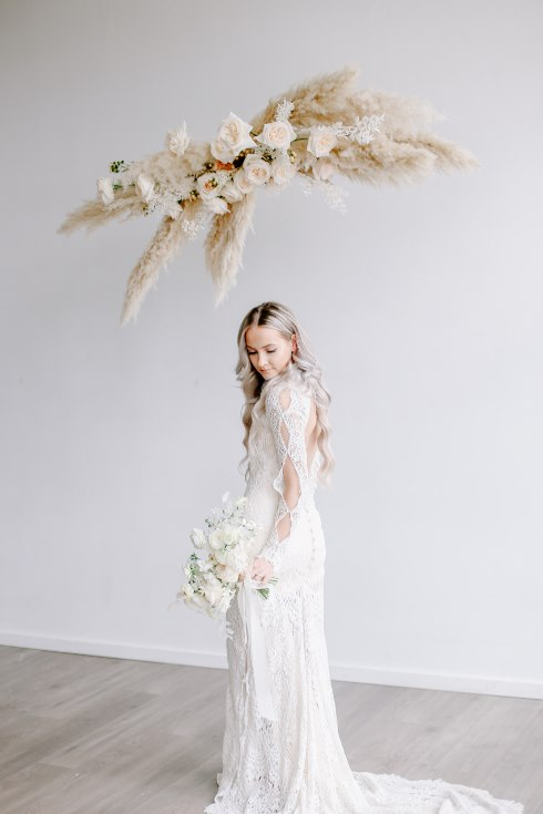 sophisticated floral designs portland oregon wedding florist spotted still photography boho modern fine art pampas  grass bleached flowers (16) (490x735).jpg