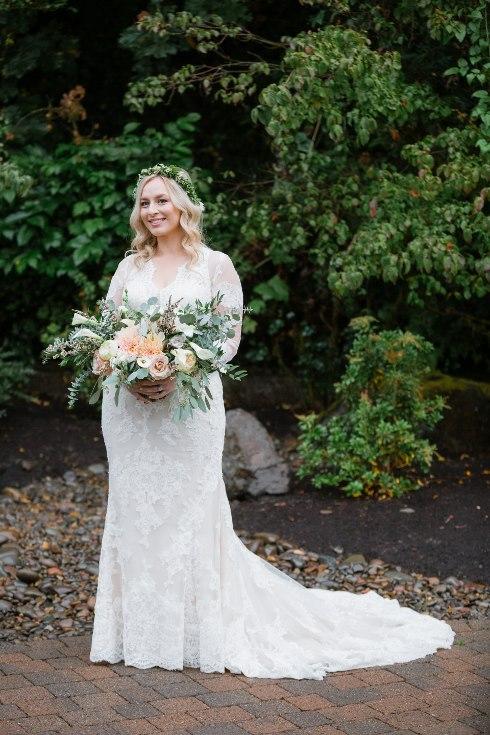 sophisticated floral designs portland oregon wedding florist abernethy center falcusan photography (61) (490x735).jpg