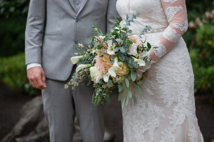 sophisticated floral designs portland oregon wedding florist abernethy center falcusan photography (67) (735x490).jpg