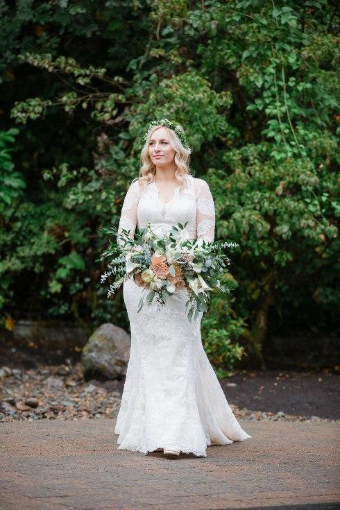sophisticated floral designs portland oregon wedding florist abernethy center falcusan photography (69) (490x735).jpg