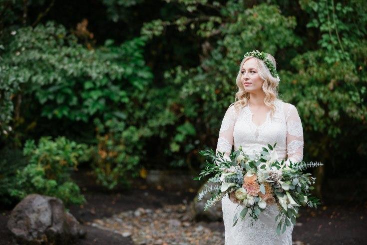 sophisticated floral designs portland oregon wedding florist abernethy center falcusan photography (70) (735x490).jpg