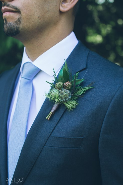 world-forestry-center-wedding-aniko-sophisticated floral designs portland oregon wedding florist woodland wedding boutonniere