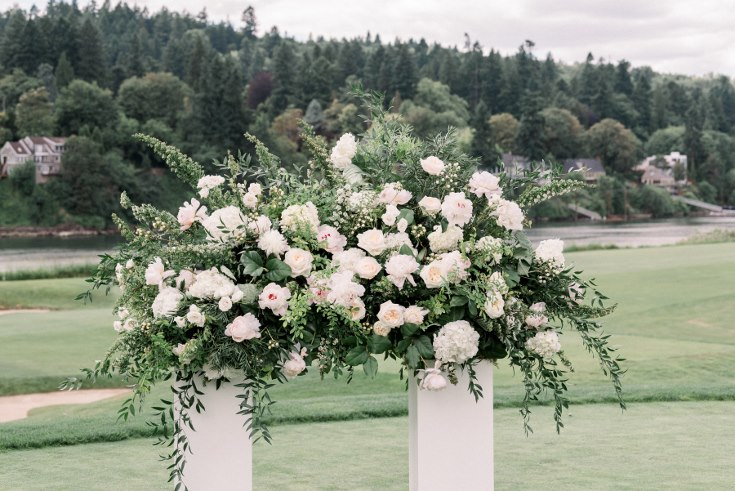 sophisticated floral designs portland oregon wedding florist waverley country club lauryn kay photography floral ceremony installation