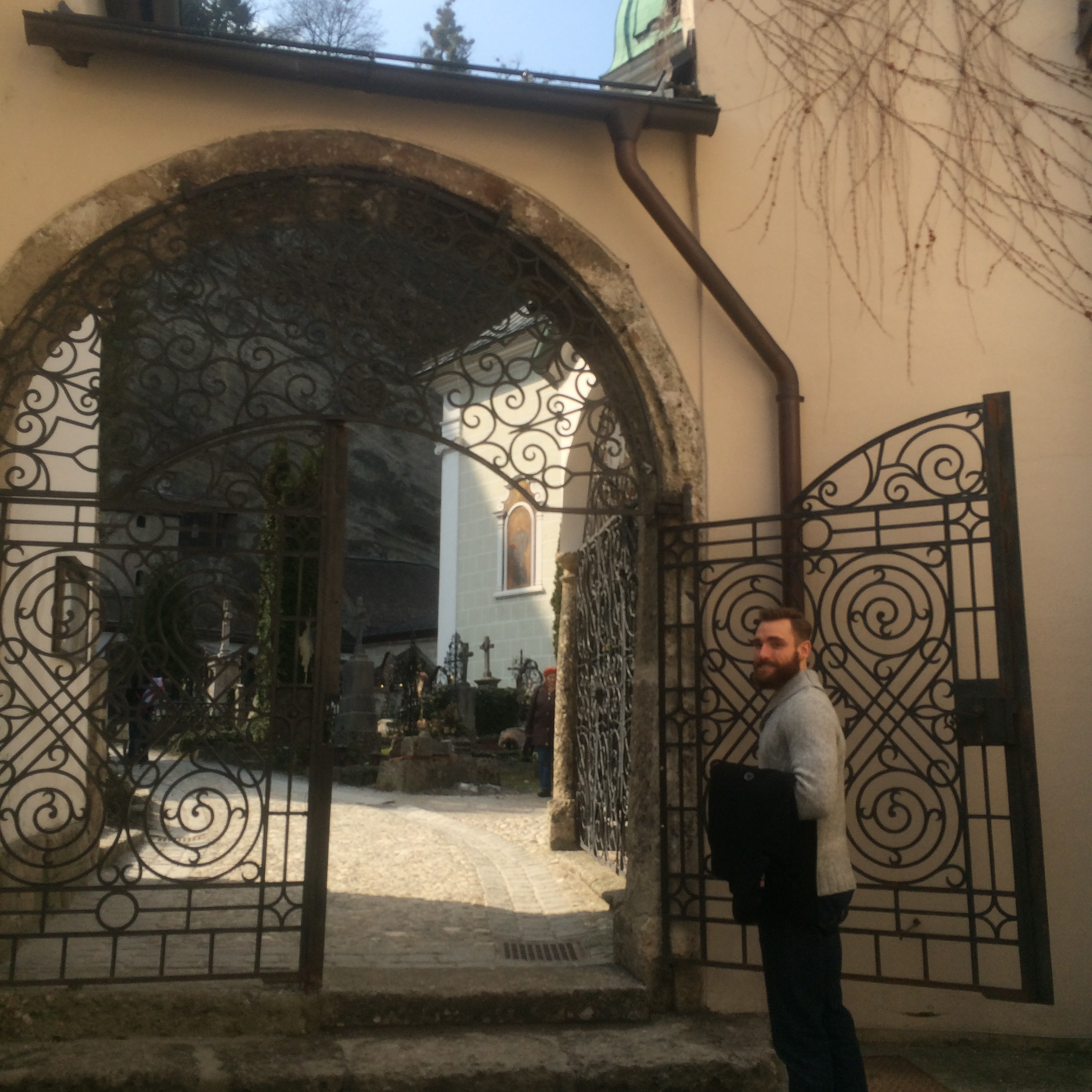 the entrance to Petersfriedhof
