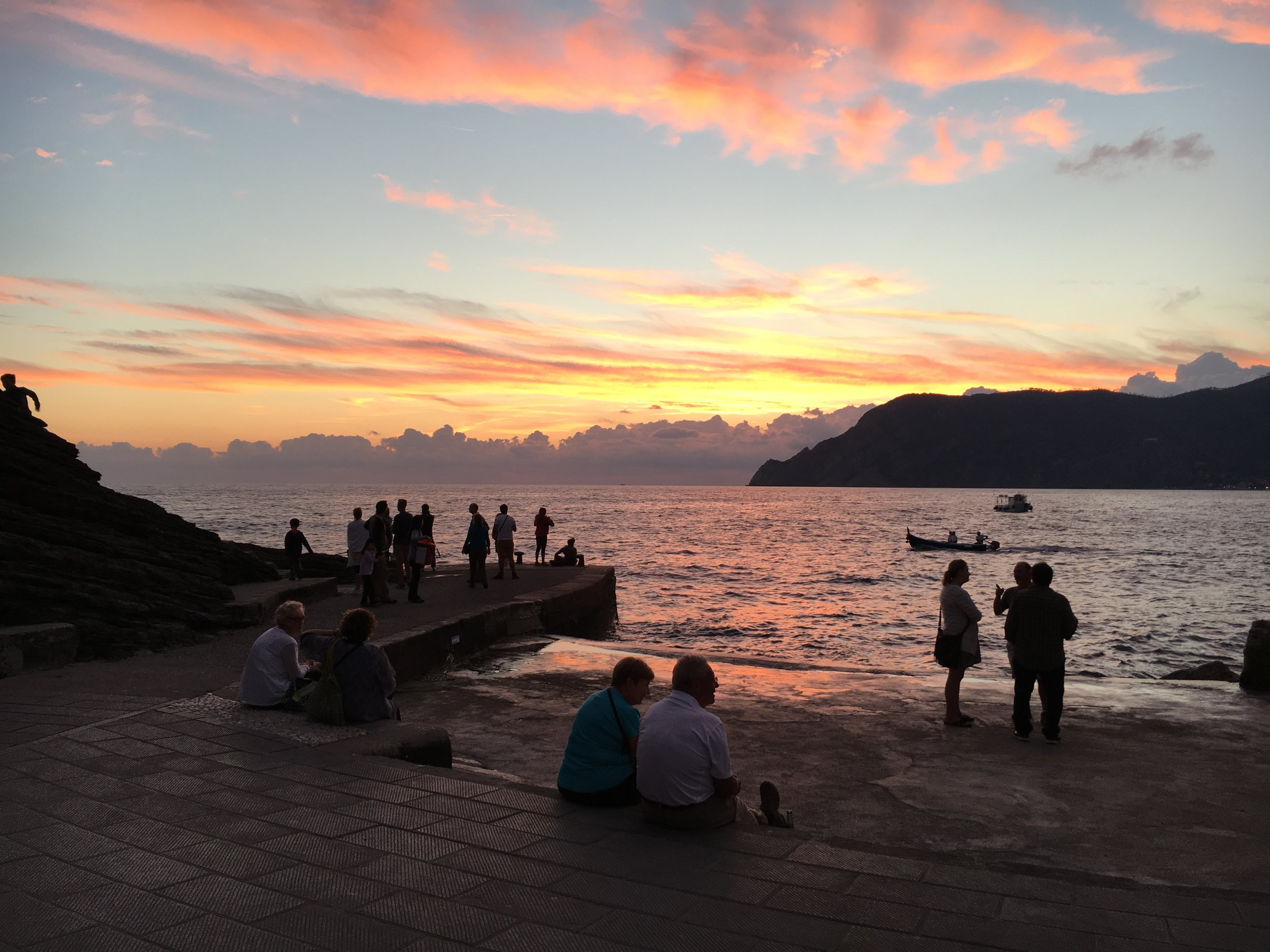 WATCH THE SUNSET FROM VERNAZZA