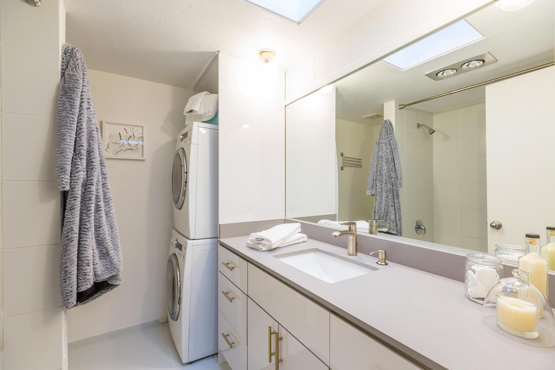13896 NE 66th St Redmond WA-large-025-10-Bathroom-1500x1000-72dpi.jpg