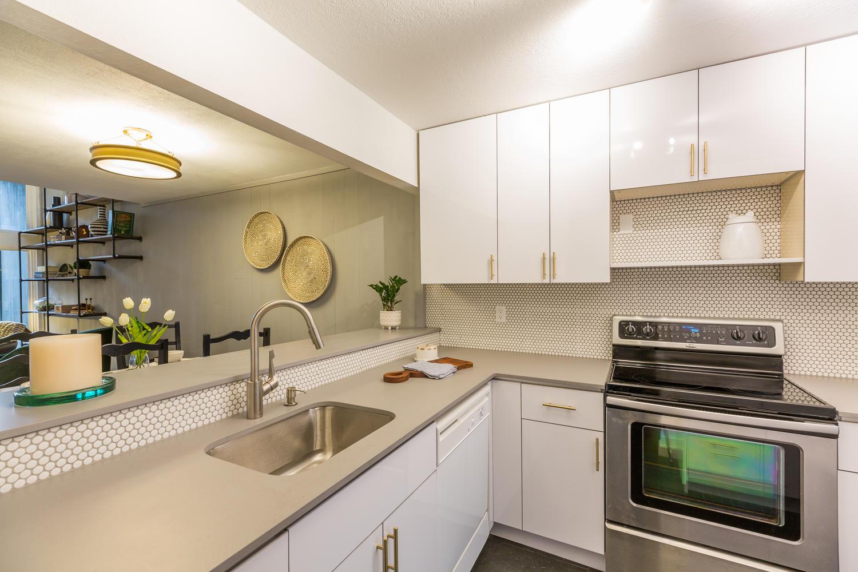 13896 NE 66th St Redmond WA-large-021-41-Kitchen-1500x1000-72dpi.jpg