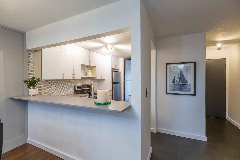 13896 NE 66th St Redmond WA-large-018-11-Kitchen-1500x1000-72dpi.jpg