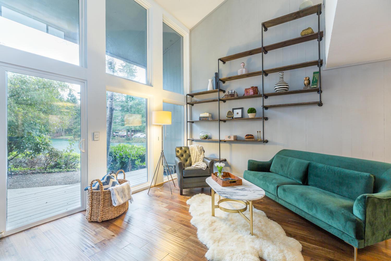 13896 NE 66th St Redmond WA-large-012-18-Living Room-1500x1000-72dpi.jpg