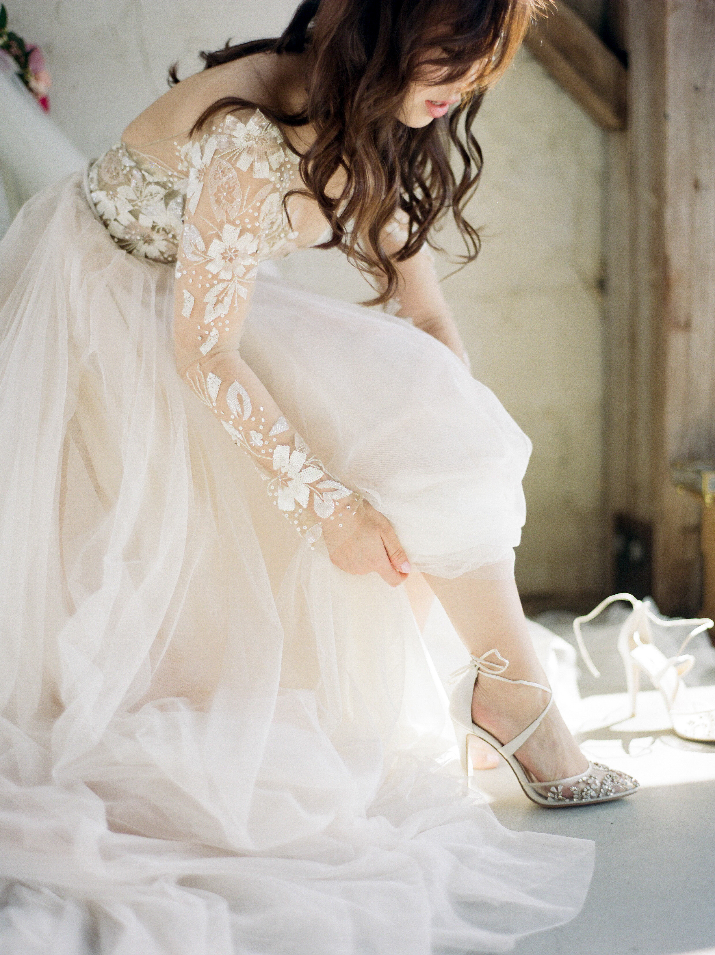 Venue: Chandelier Grove, Planning: Two Be Wed, Styling: Dana Fernandez, Gown: Hayley Paige, MUAH: Hey Lovely Makeup