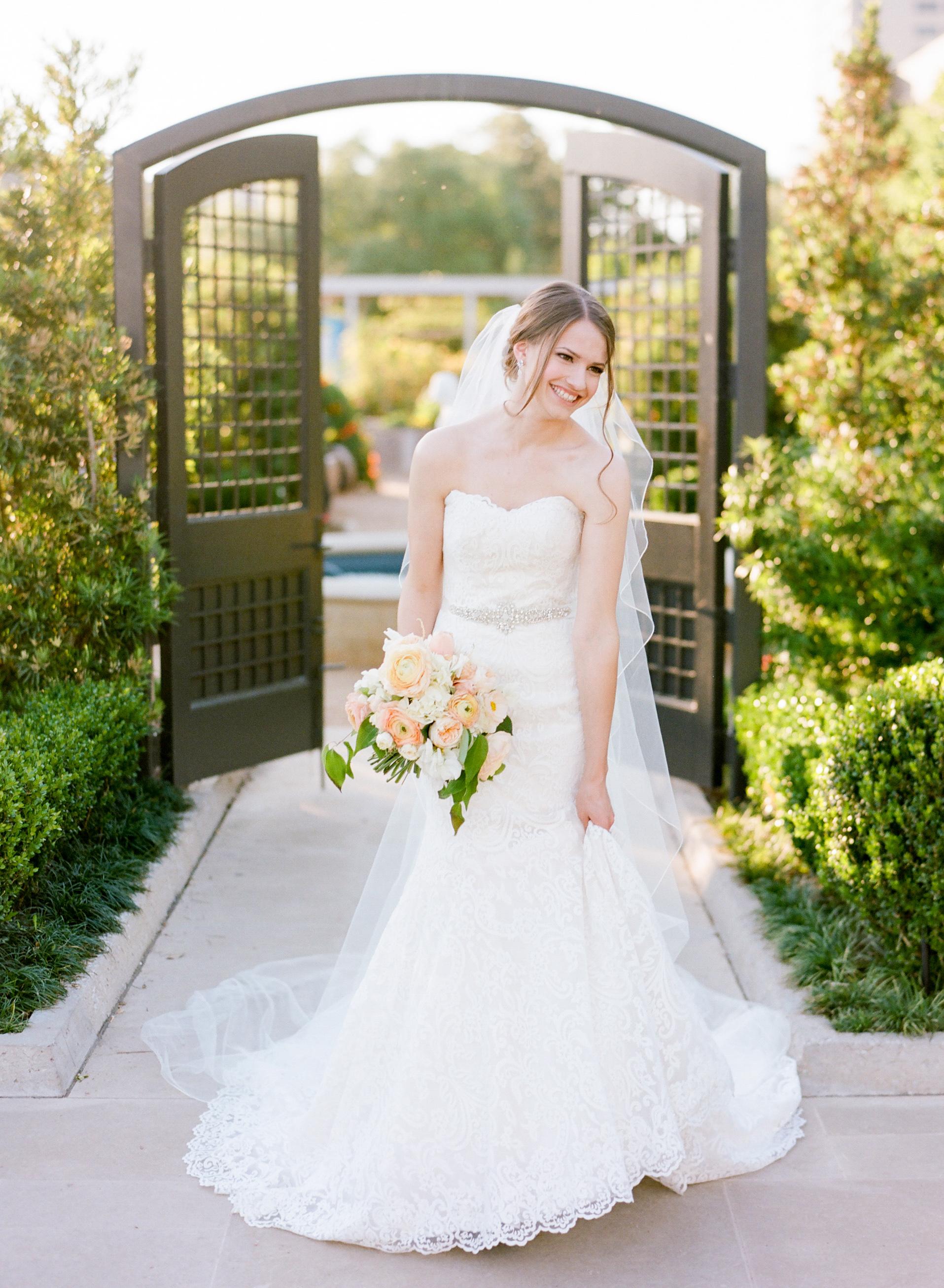 Houston-Wedding-Photographer-Film-Fine-Art-Bridals-Dana+Fernandez-Photography-6.jpg
