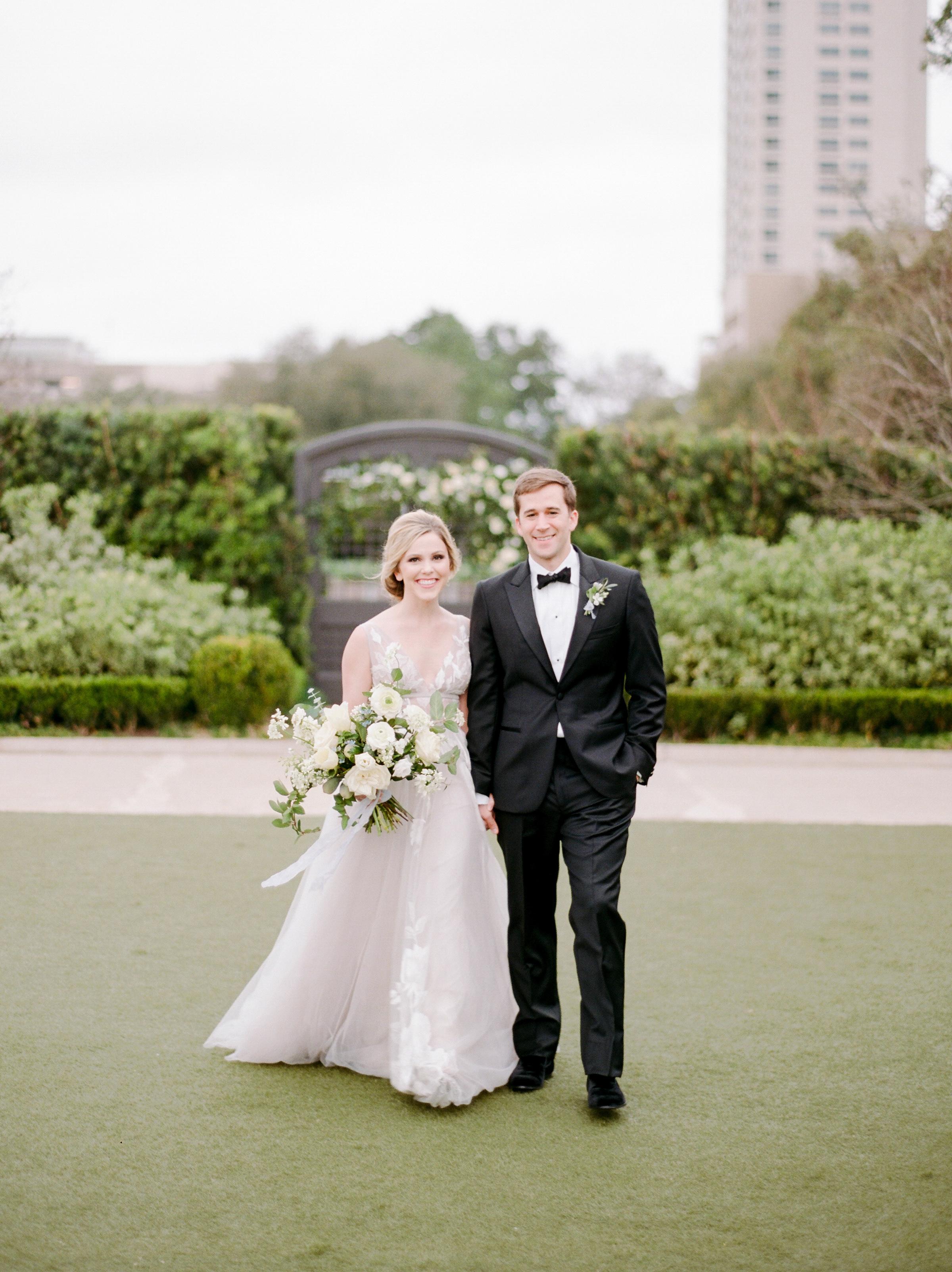 McGovern-Centennial-Gardens-Houston-Texas-Wedding-Venue-Josh-Dana-Fernandez-Photography-Film-Destination-Fine-Art-Luxury-Top-Best-Austin-Dallas-Magnolia-Rouge-Jennifer-Laura-Design-16.jpg