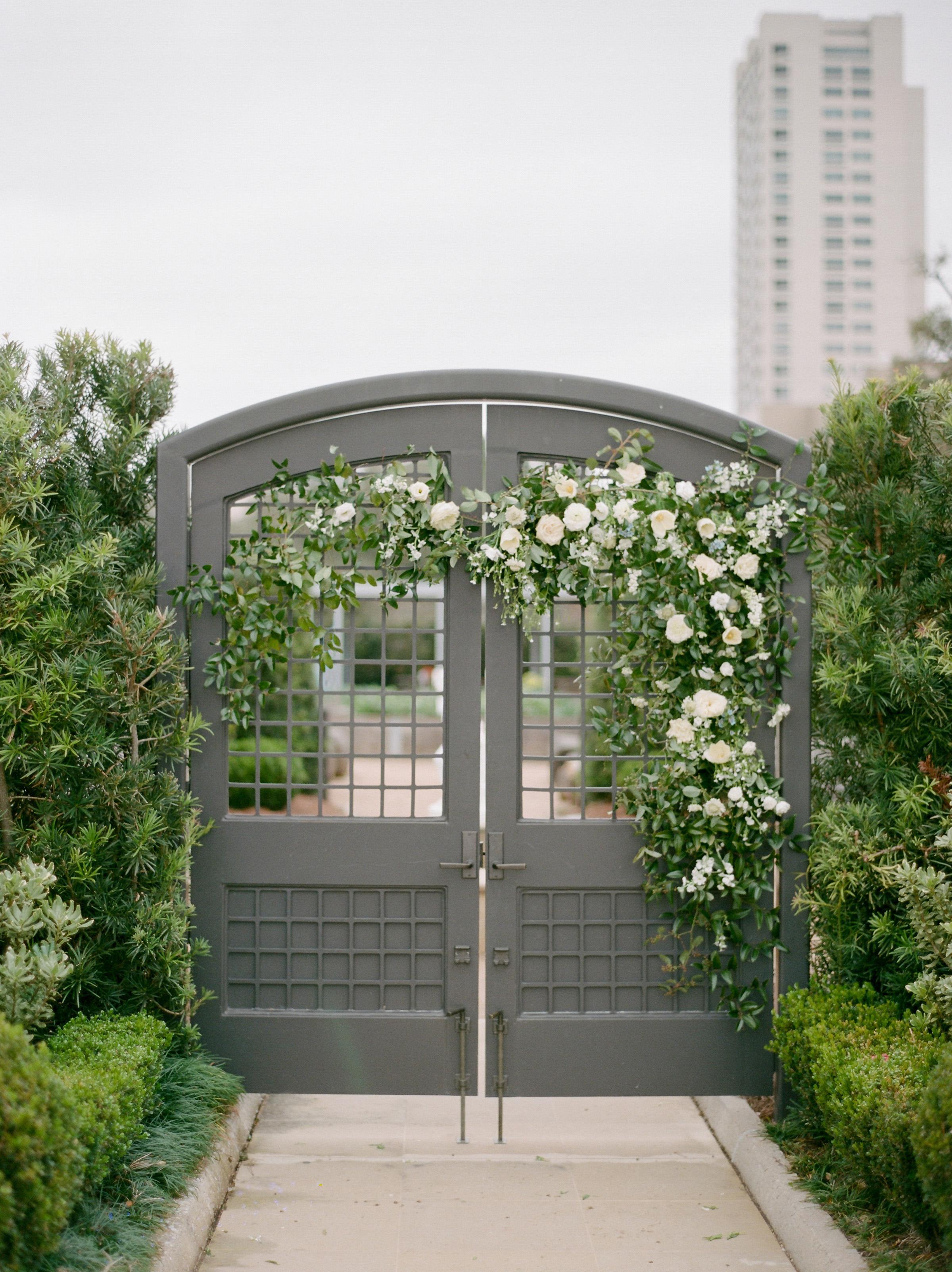 McGovern-Centennial-Gardens-Houston-Texas-Wedding-Venue-Josh-Dana-Fernandez-Photography-Film-Destination-Fine-Art-Luxury-Top-Best-Austin-Dallas-Magnolia-Rouge-Jennifer-Laura-Design-204.jpg