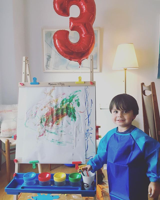 My budding artist with his favorite birthday present. He loves to paint! 👨🏻🎨💙 #toddlerartist #threeyearsold #artistmama #abstactpainting @melissaanddougtoys