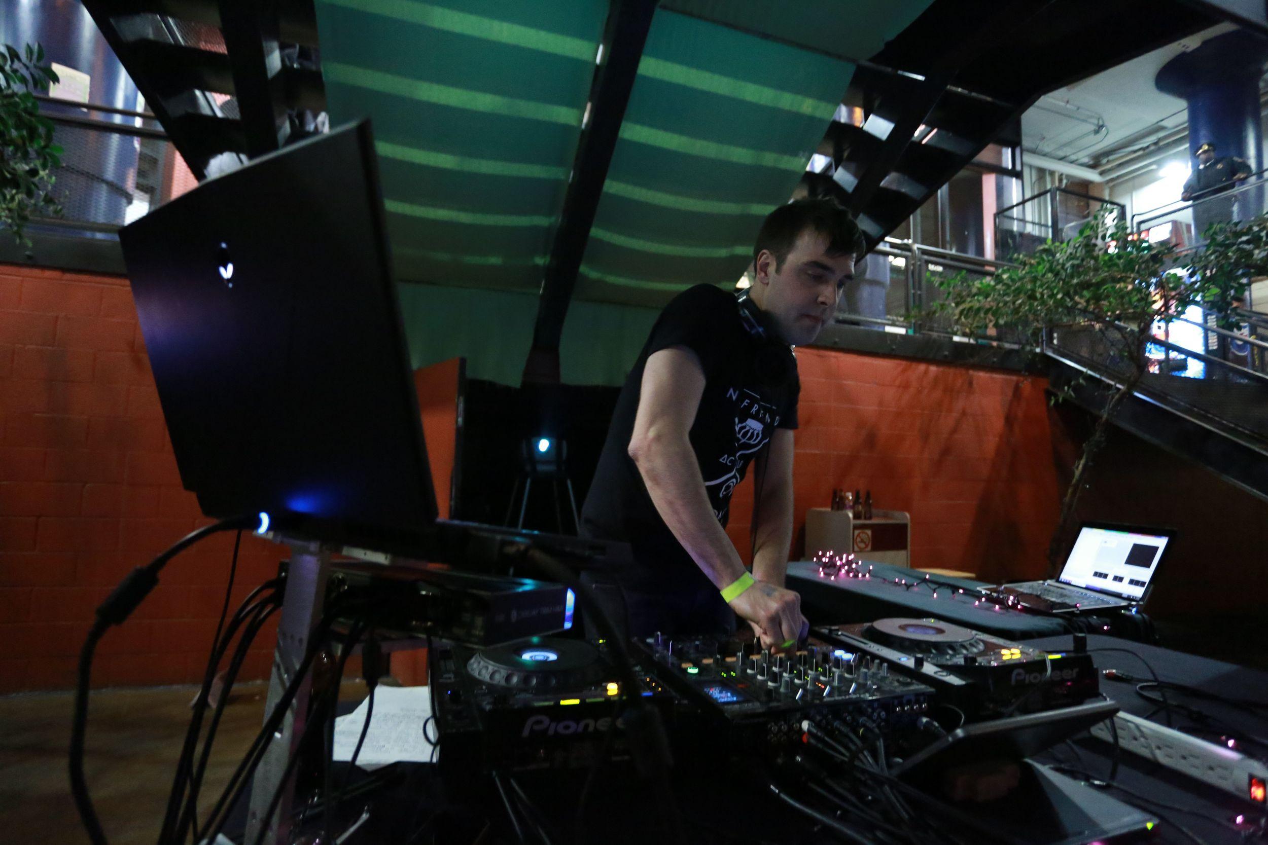 TRIMANIA_KEITH_DJING_CAPTAIN BADASS_05.jpg