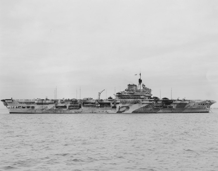 1941_11_21_indomitable_Portsmouth_Norfolk_Repairs.jpg