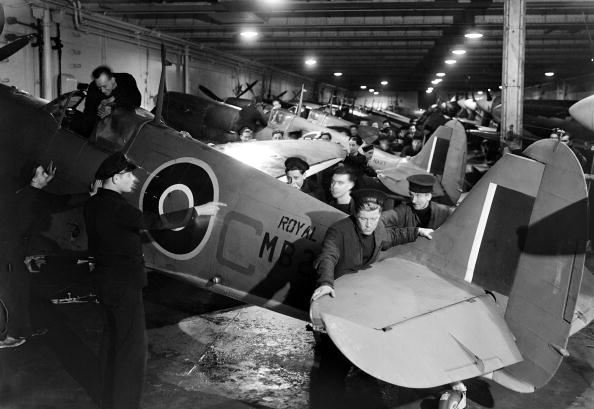 2014-11-16 14_55_30-War and Conflict World War II pic 20th March 1943 Work on aircraft in... News Ph.jpg