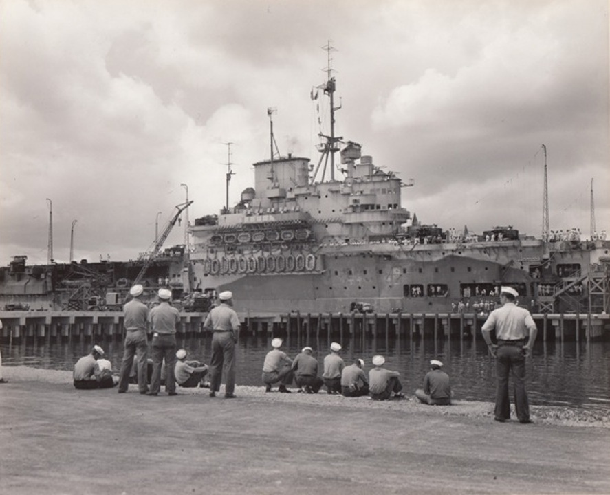 US Navy sailors take a look at HMS Victorious, tied up at Ford Island, Pearl Harbour, in 1943.