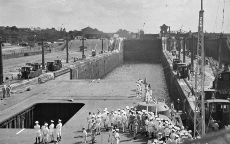 HMS VICTORIOUS enters a lock on the Panama Canal.