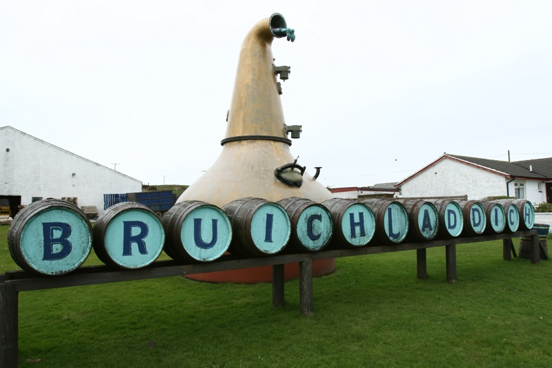 Bruichladdich_barrels_and_sign.jpg