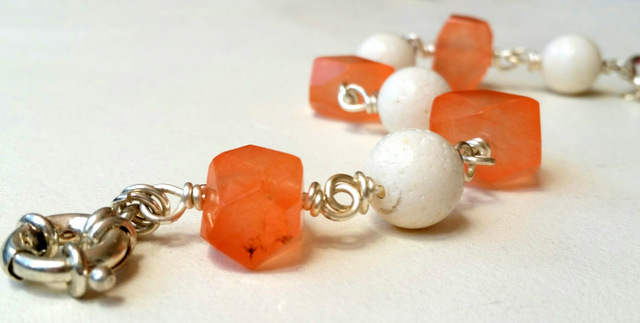 PALE ORANGE AND WHITE AGATE BRACELET