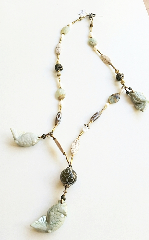 JADE, AGATE AND PEARL 'FISH' NECKLACE