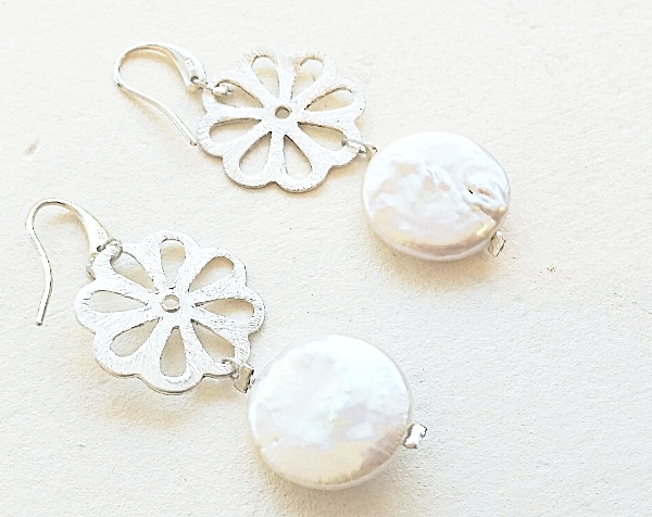 SILVER AND PEARL FLOWER EARRINGS