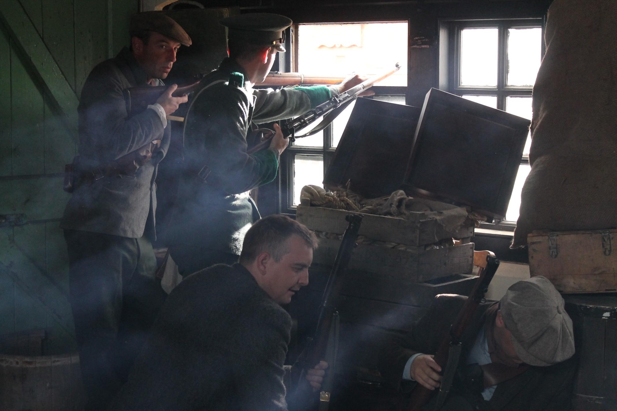 Irish Volunteers prepare for battle