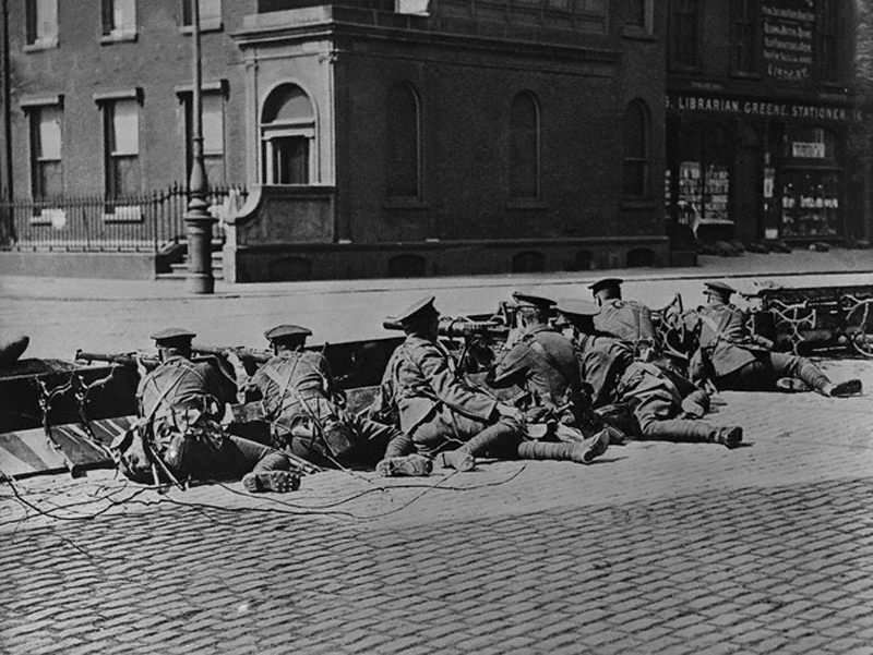 British Soldiers seal off Merrion Square