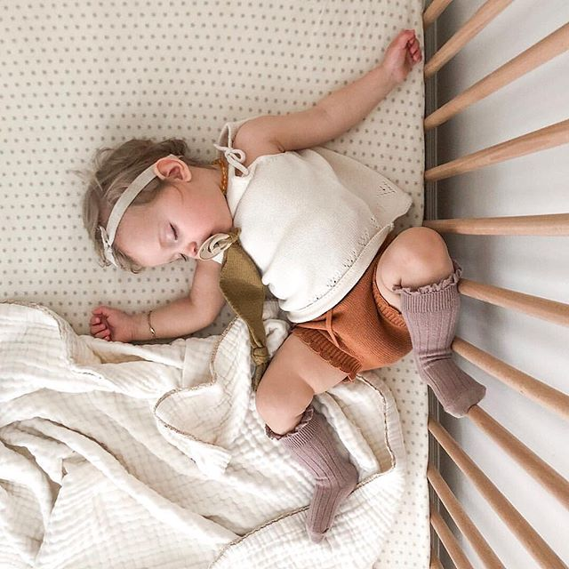 That post holiday double nap kinda day 😴📷: @lindseybadenhop //windmill print merino crib sheet