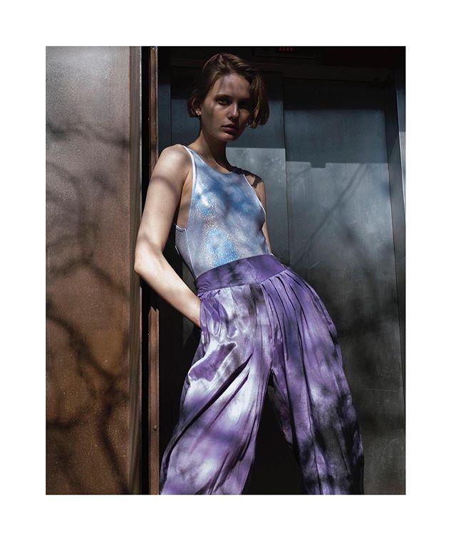 Liza @lizakryskina in #BetweenMoments @contributormagazine ! #Photography #Makeup by me, Styling @roxdelgadoic . . #contributormagazine @laprincipalretro @violetarellano #shadowplay #fashionphotography #photography #fashioneditorial