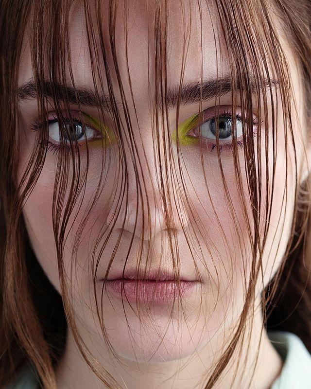 Avocado dreams on @ksenia.zheleznova , photography @elodurand , makeup hair & art direction me . . #beautydirection #beautyphotography #beautyeditorial #limegreen #neonmakeup #makeupartist #artdirection #makeupbarcelona