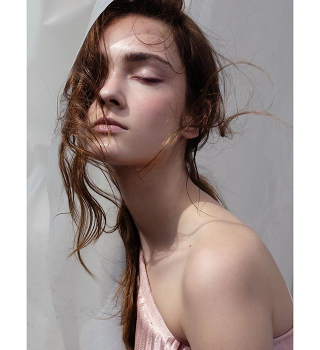 Ksenia in 'Hazy minds' #beautyeditorial , photography @elodurand , makeup & creative direction by me, model @ksenia.zheleznova @trendmodelsmgmt . . #beautyphotography #portrait #makeupartist #dreamy #makeupbarcelona