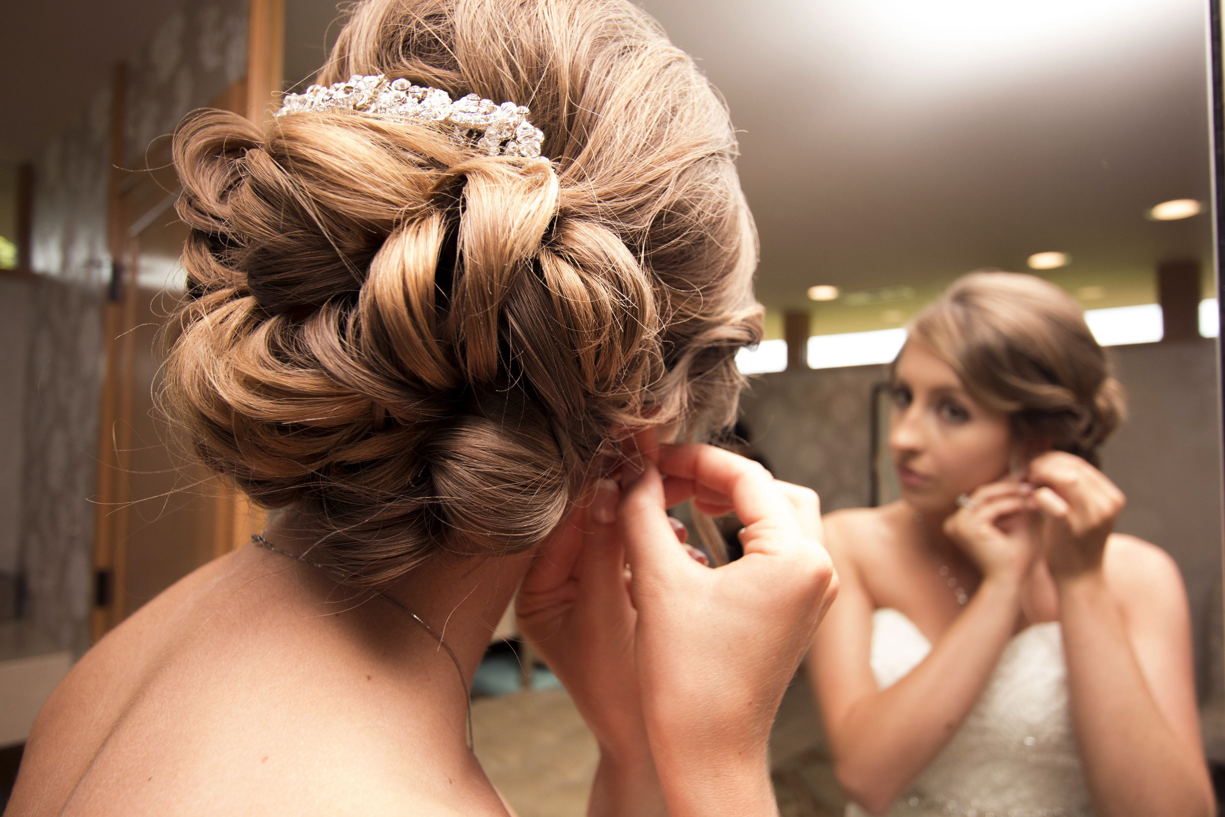 ABOVE: Ashley's flawless hairstyle was created by Leslie Rowe Sherrill at Sola Salon.