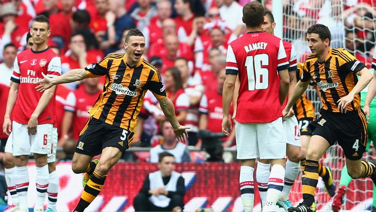James Chester skóruje ve finále FA Cupuproti Arsenalu. Courtesy of Sky Sports,  source