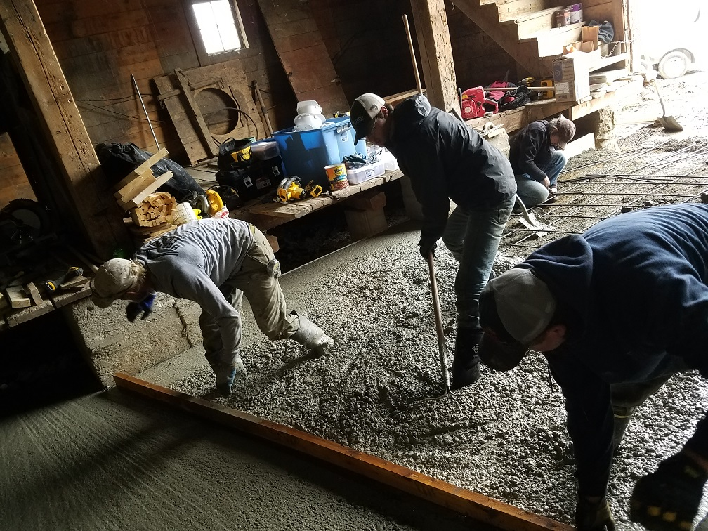 screeding concrete 4.jpg