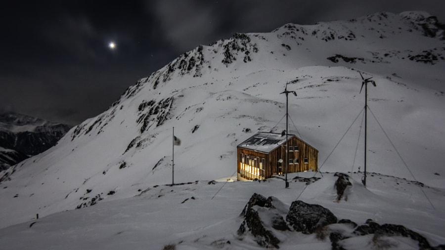 Keschhütte in late winter, Venus about to set