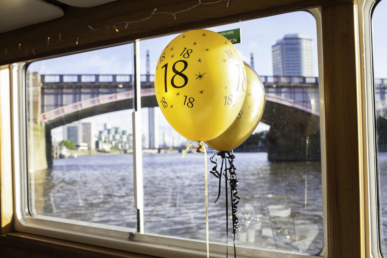 Adrian Fisk-ThamesRiverPartyBoat-6.jpg