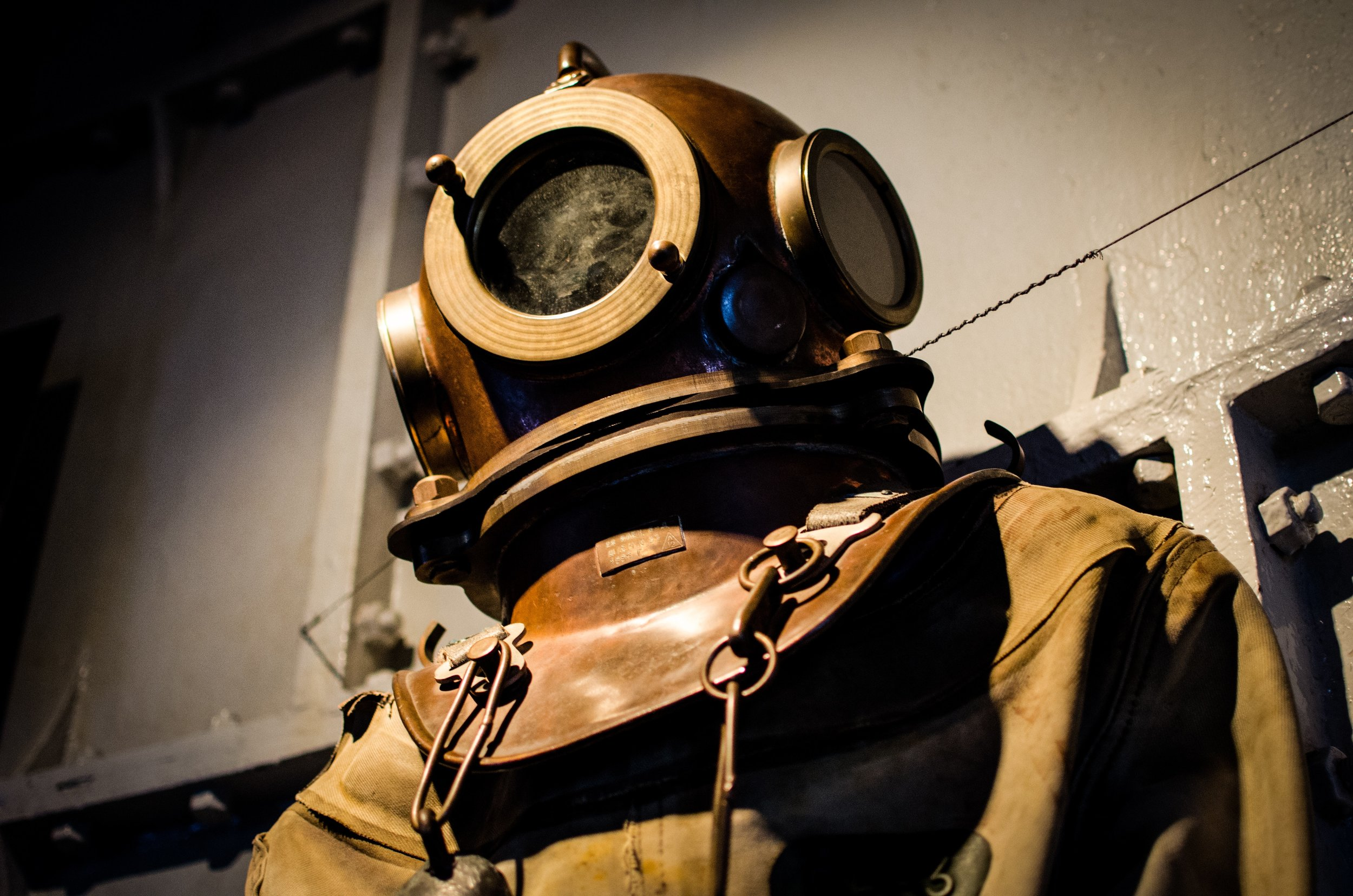 diver-diving-suit-historical-718.jpg