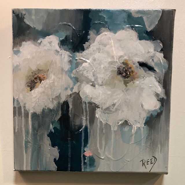 """""""Full Bloom""""#whiteflowers #whiteandnavy #southerninspired #summerinthesouth #abstractflowers #acryliconcanvas"""