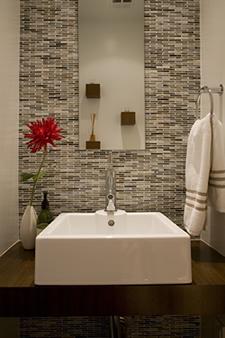 A simple, clean bathroom.