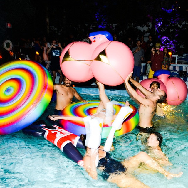 #tbt to that time we were warm enough to have a POOL PARTY ❄️⛄️❄️⛄️❄️brrrrr