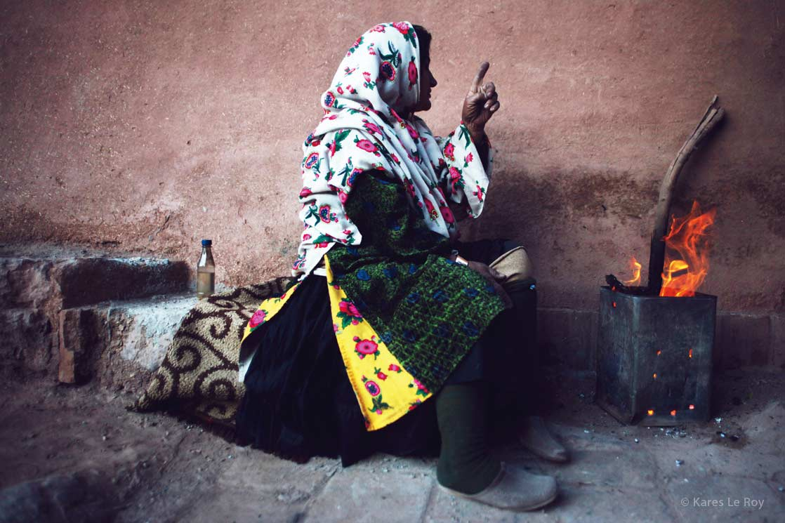 Woman of Abyaneh, one of the oldest in the country  /  Femme du village d'Abyàneh, un des plus vieux du pays | IRAN