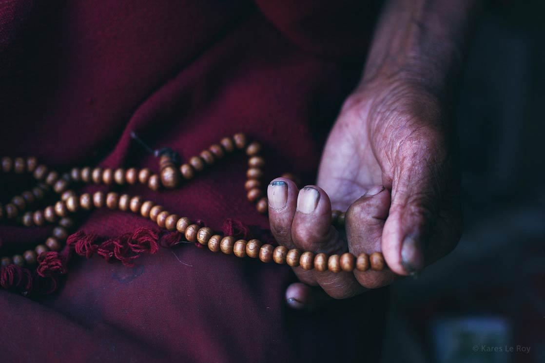 Tibetan monk at Lhatse  /  Moine tibétain à Lhatse | TIBET