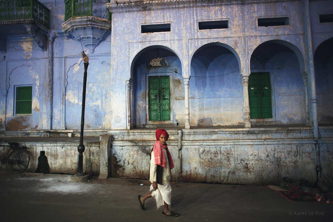 Rajasthani in the streets of Pushkar  /  Rajasthani dans les rues de Pushkar | INDIA