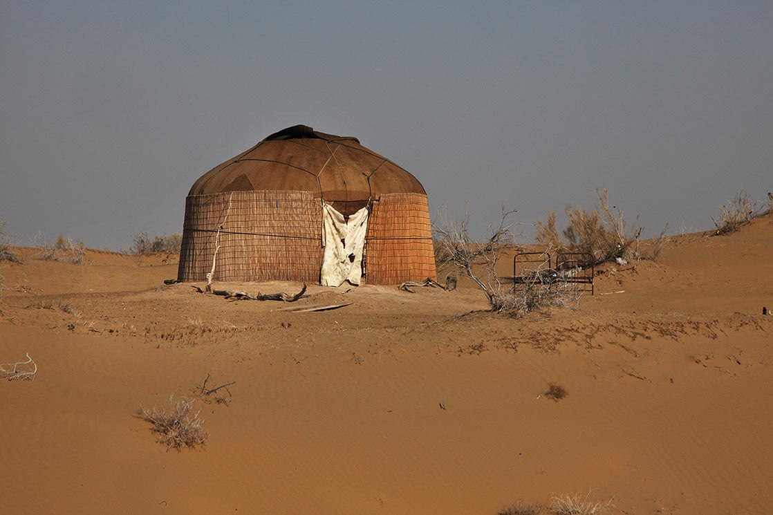 Habitat (yurt) in the  Karakum  desert  | TURKMENISTAN