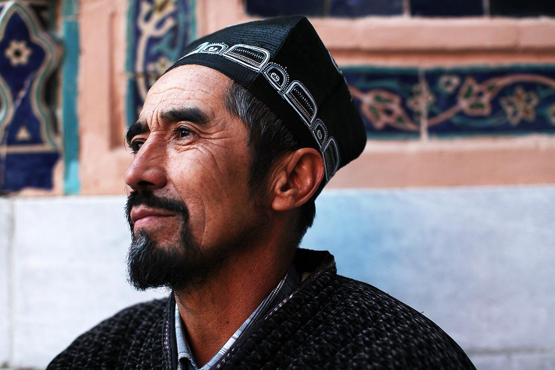Calligrapher whose face is strangely similar to that of  Timur     | UZBEKISTAN