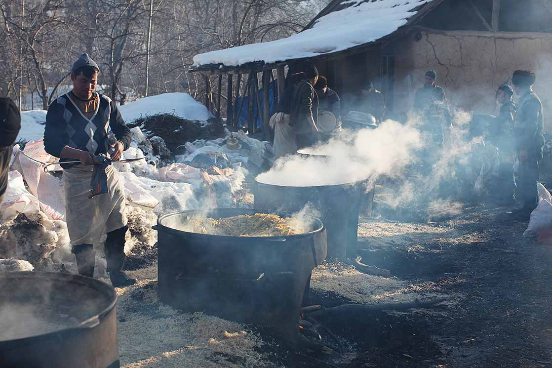 Preparing a meal for more than 1,000 people | KYRGYZSTAN