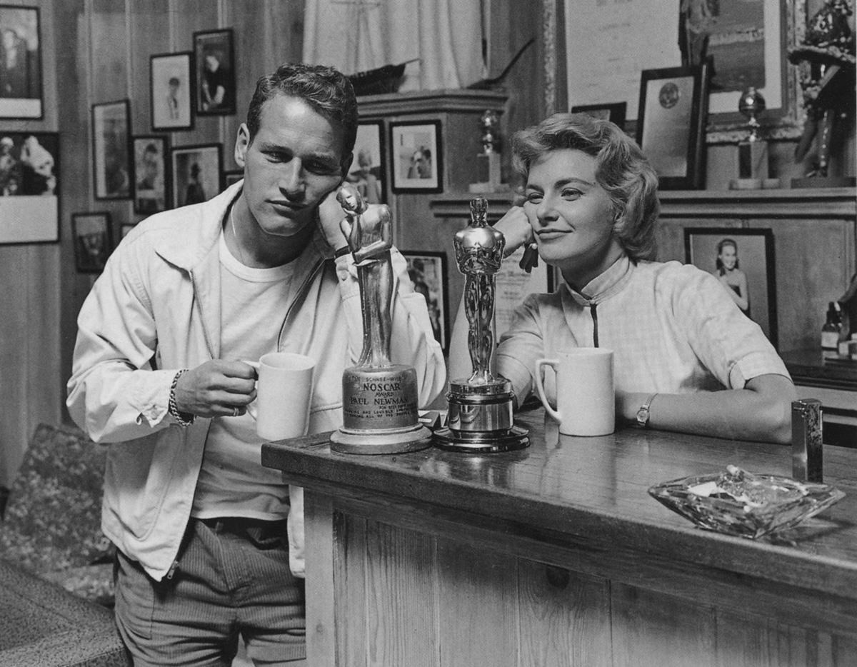 Paul Newman with his  Noscar  & Joanne Woodward with her  Oscar  (via: Tumblr)