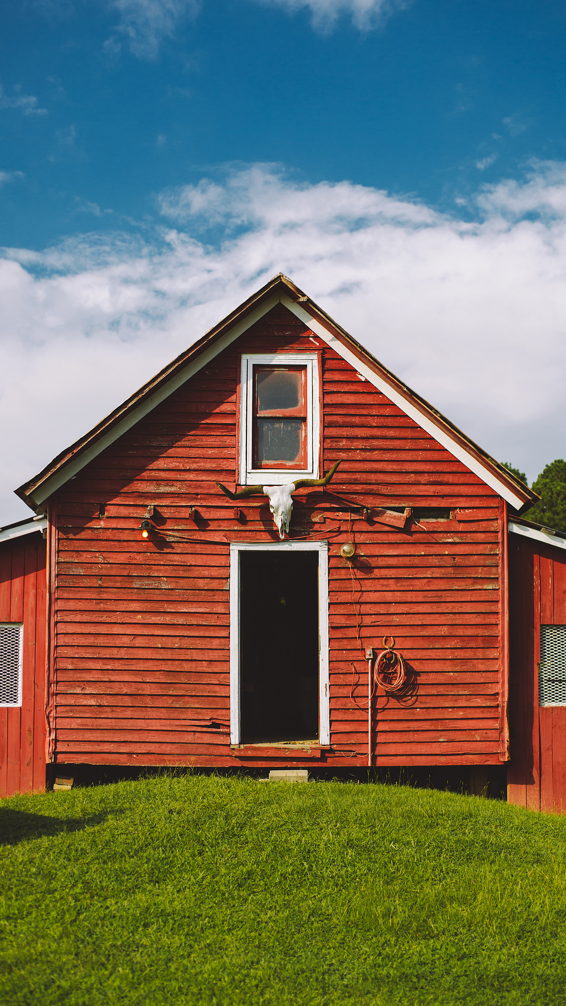The beautiful red barn where all the magic happened... just like MTV cribs